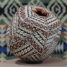 Large Pentagon Jar with Bird Nest Opening