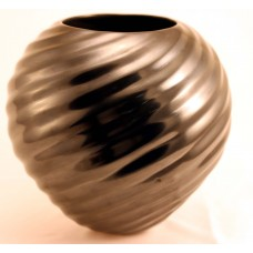 Black Swirl Pot